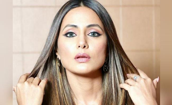 हिना खान ने व्हाइट ट्रांसपेरेंट ड्रेस में किया रैंपवॉक, इंटरनेट पर तेजी से वायरल हो रही एक्ट्रेस की ये Bold Photos