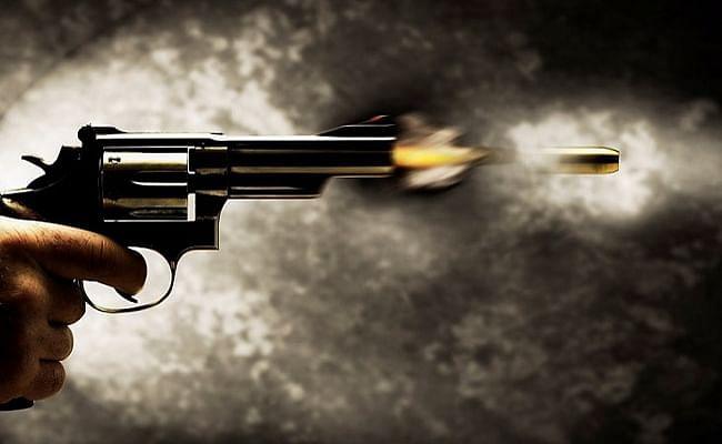 शारदा माइका माइंस में गोलीबारी से मची भगदड़, आठ दबे, जानें पूरा मामला