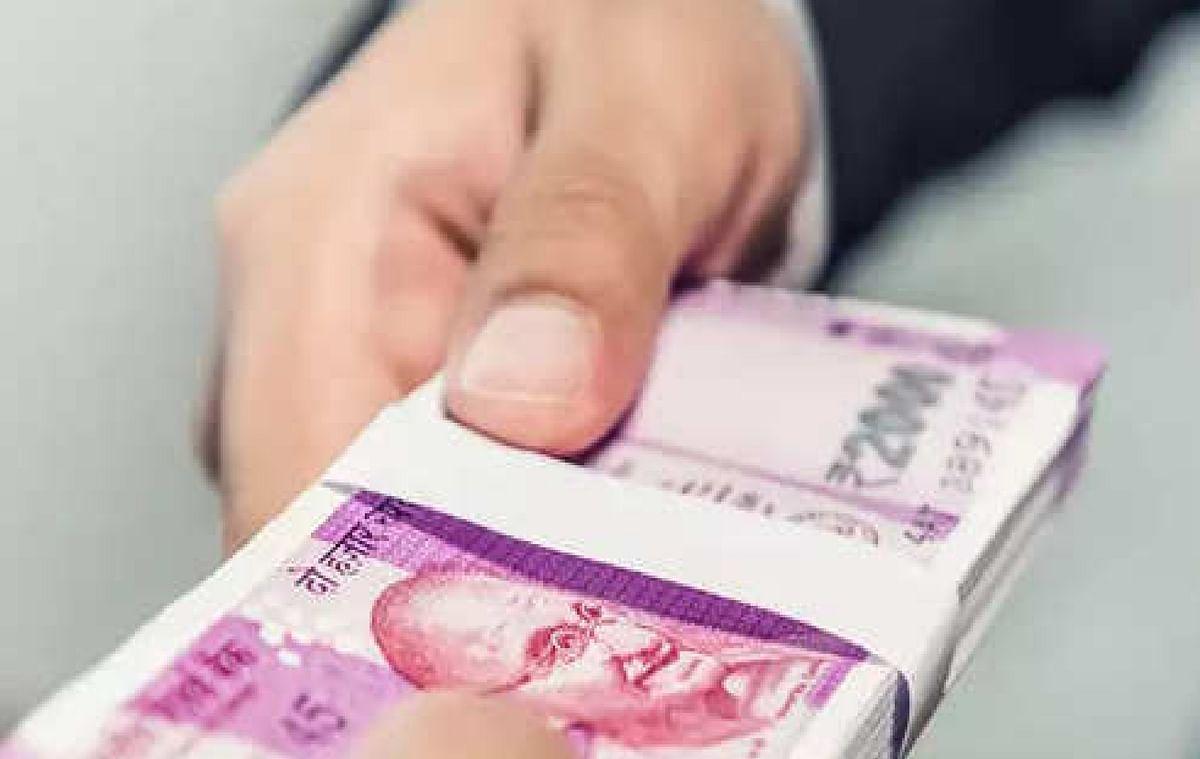7th Pay Commission Latest News: महंगाई भत्ता में 4 फीसदी की बढ़ोत्तरी कर सकती है सरकार, इस महीने से मिलेगी बढ़ी सैलरी