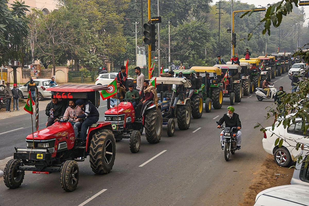 Kisan Andolan: मंजूरी मिले न मिले, देशभक्ति के रंग में रंगे ट्रैक्टरों के साथ रिंगरोड पर निकलेंगे किसान
