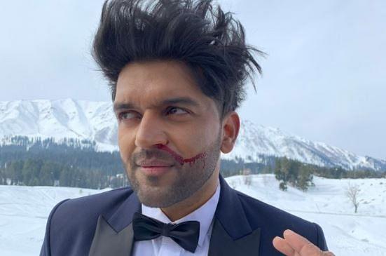 Bollywood News Live Update : गुरु रंधावा ने माइनस 9 डिग्री टेंपरेचर में की शूटिंग, नाक से बहने लगा खून, देखें तसवीर