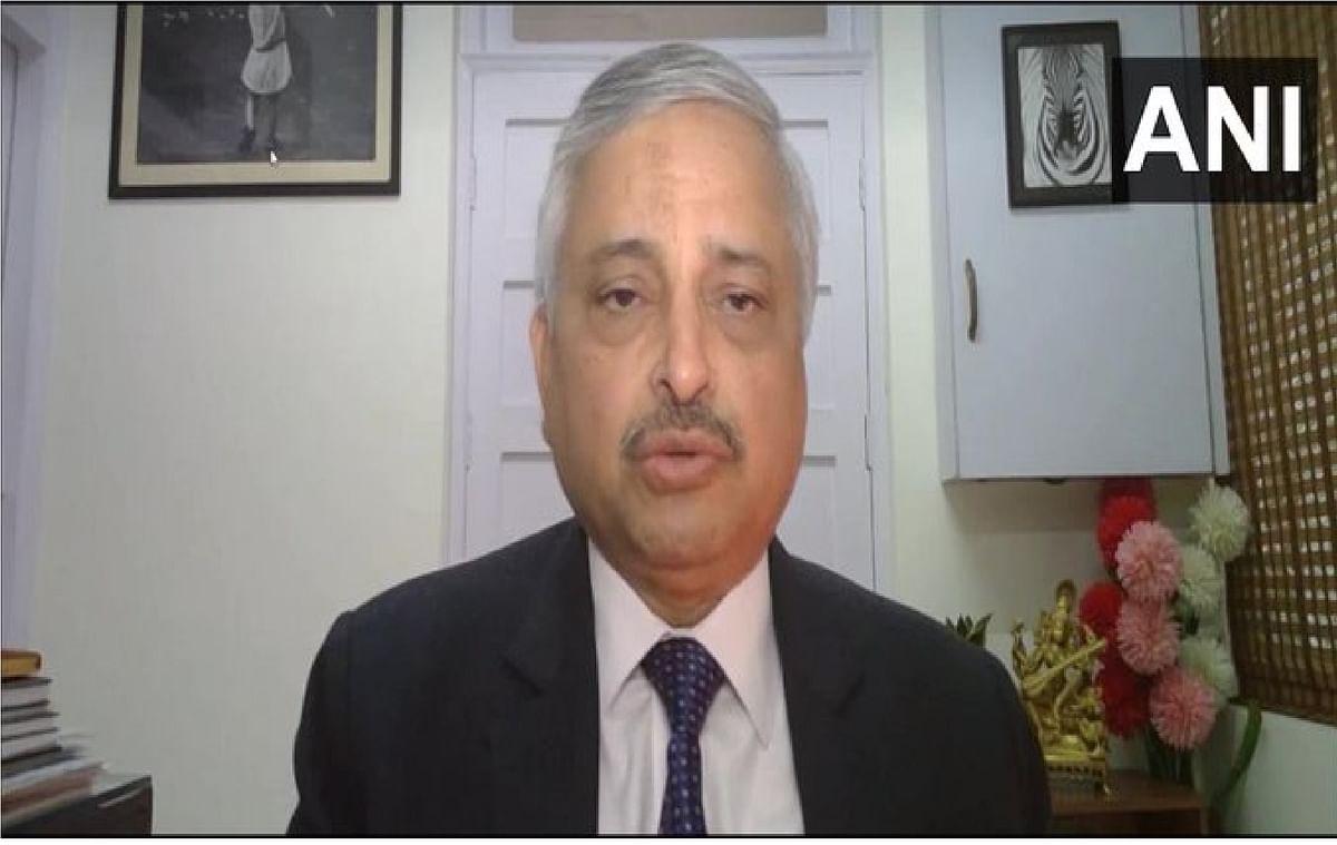 दिल्ली एम्स निदेशक ने कहा, आम लोगों के लिए वैक्सीन को लांच कर देना चाहिए.