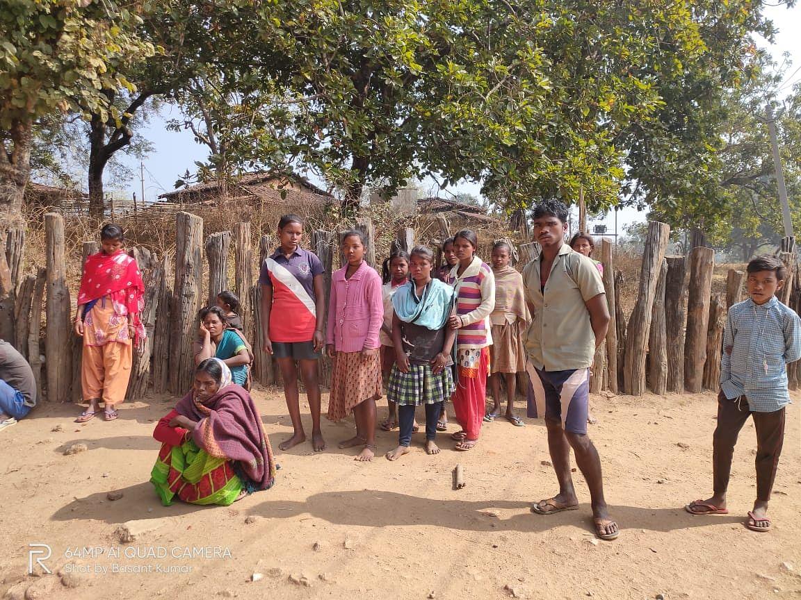 Bomb Blast Death : झारखंड के गुमला में माओवादियों ने जंगल में बिछा कर रखे थे सीरीज बम, बम ब्लास्ट से एक महिला की मौत, एक घायल