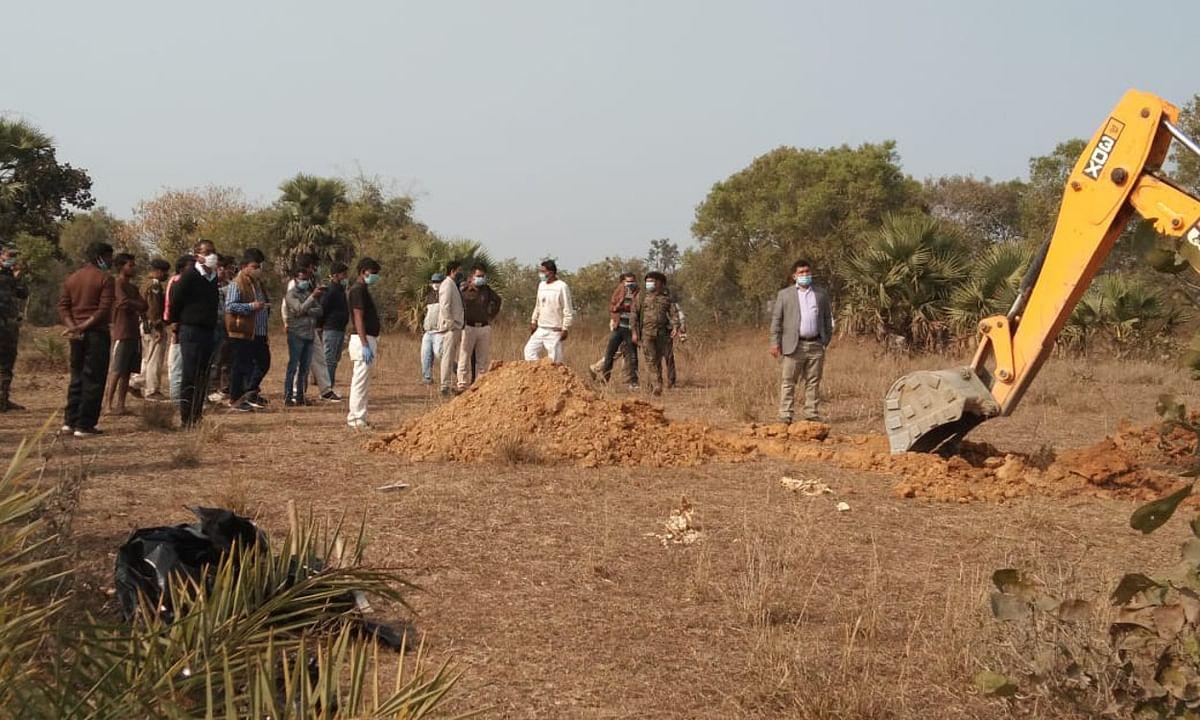 चास में जमीन में गड़ा मिला महिला का शव, हत्या समेत अन्य बिंदुओं पर पुलिस जांच में जुटी
