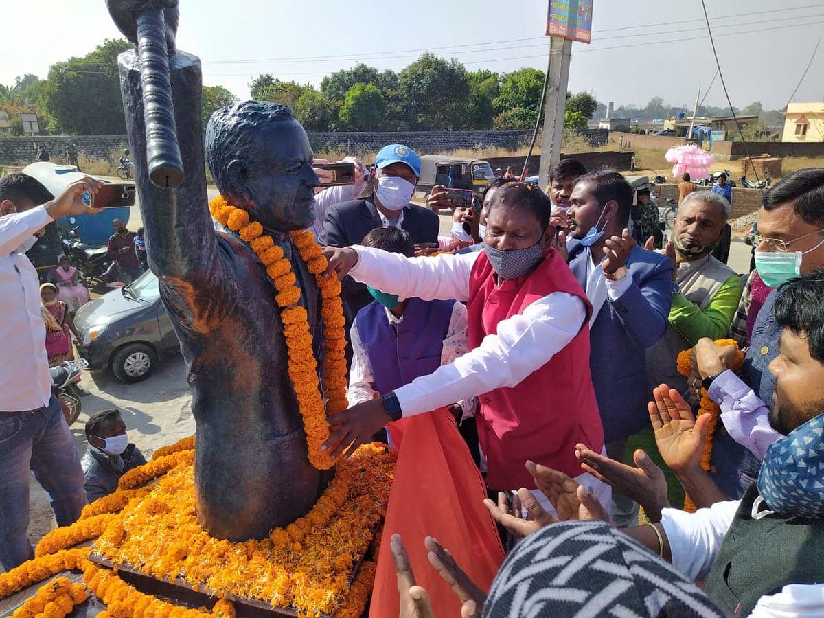 केंद्रीय मंत्री अर्जुन मुंडा ने मारंग गोमके जयपाल सिंह मुंडा की जयंती पर किया प्रतिमा का अनावरण, बोले-आदिवासी समाज ऐसे दे सकता है सच्ची श्रद्धांजलि