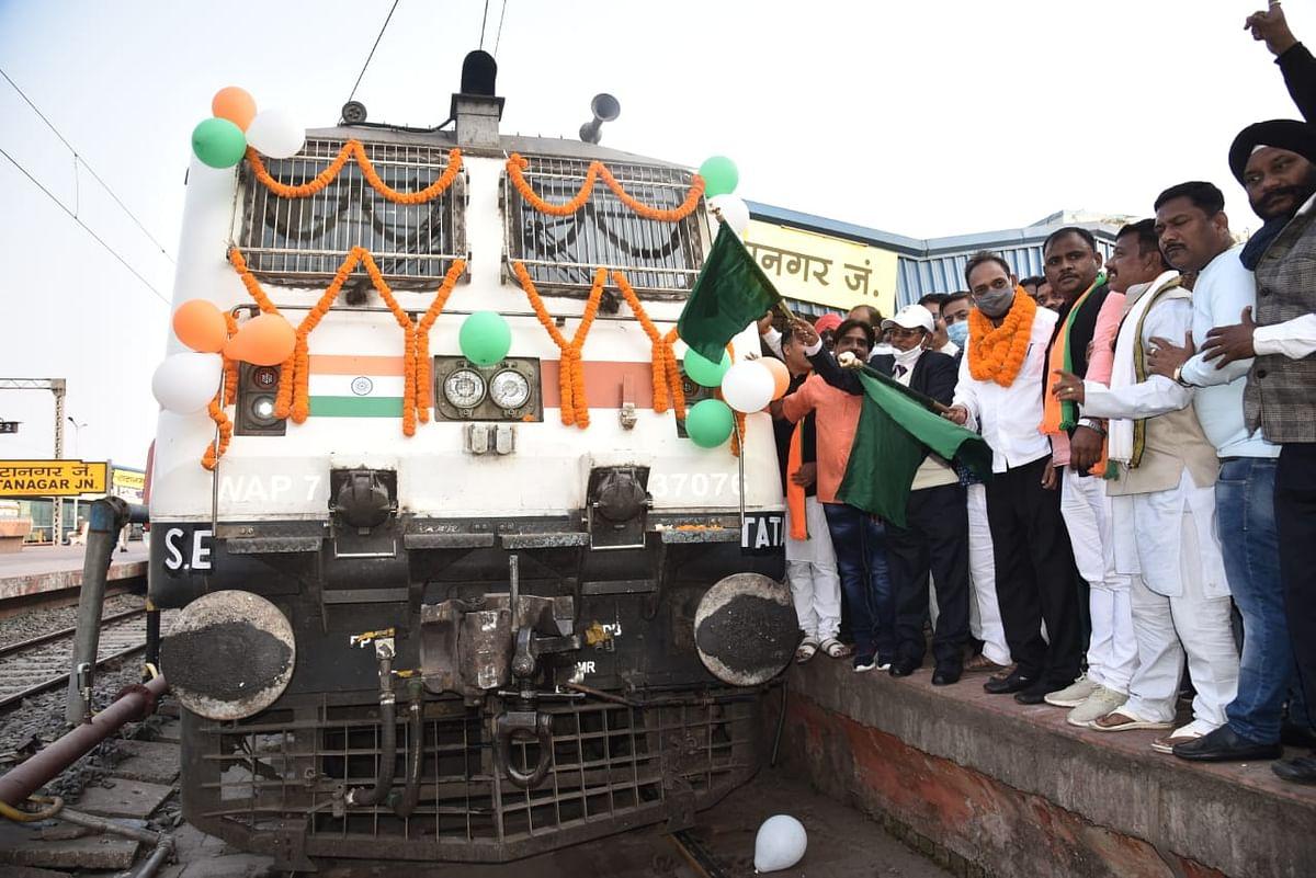IRCTC/Indian Railways News : झारखंड के जमशेदपुर से दक्षिण भारत का सफर हुआ आसान, पटरी पर दौड़ी टाटा एर्नाकुलम एक्सप्रेस स्पेशल ट्रेन