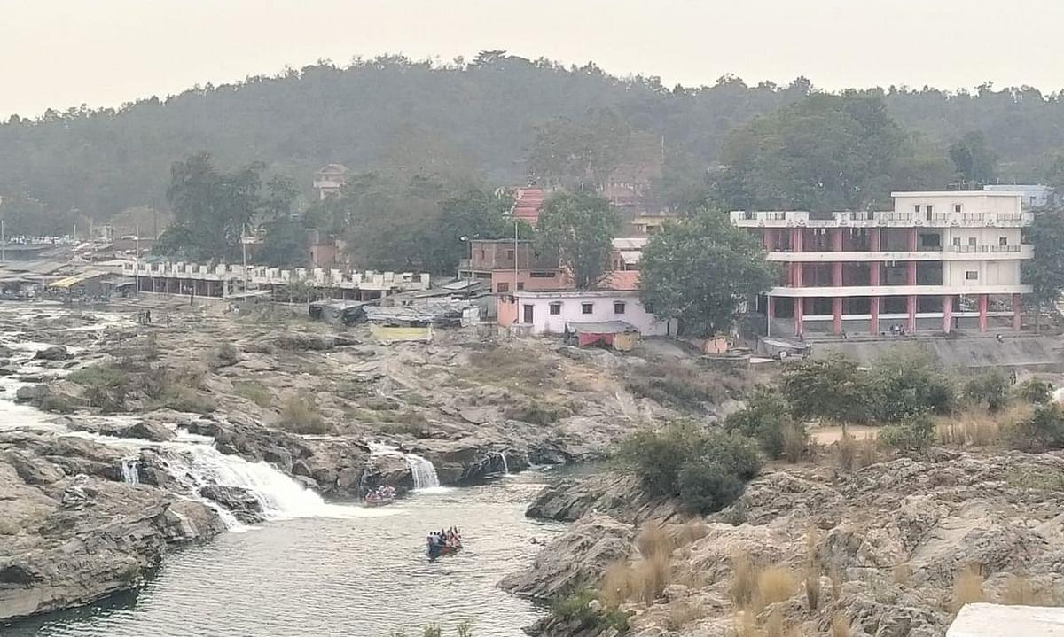 घघरी-रजरप्पा पुल से मां छिन्नमस्तिके मंदिर का विहंगम दृश्य.