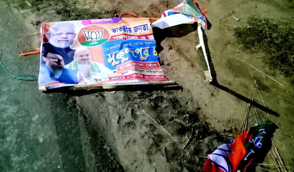 शुभेंदु अधिकारी के गढ़ कांथी में भाजपा के झंडे फाड़े, विरोध में सड़क जाम