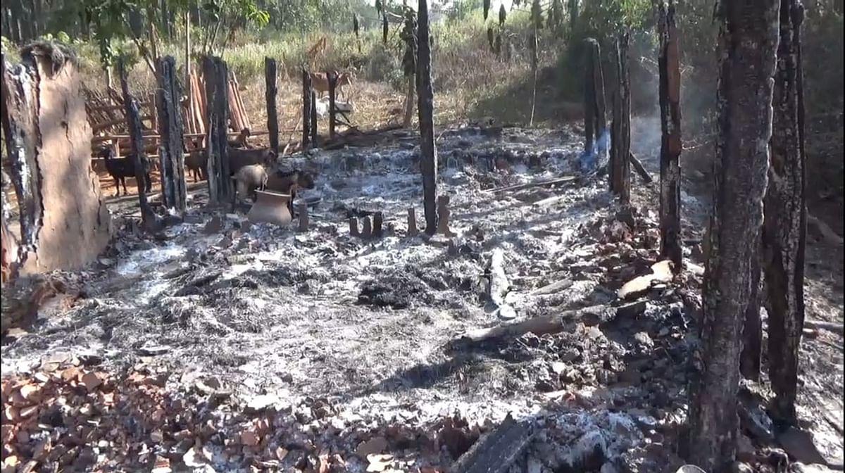 झारखंड के सारंडा जंगल में बसे रांगरिंग गांव में झोपड़ी में लगी आग, मासूम बच्ची की मौत, महिला की हालत नाजुक, पीड़ित ने लगायी मदद की गुहार