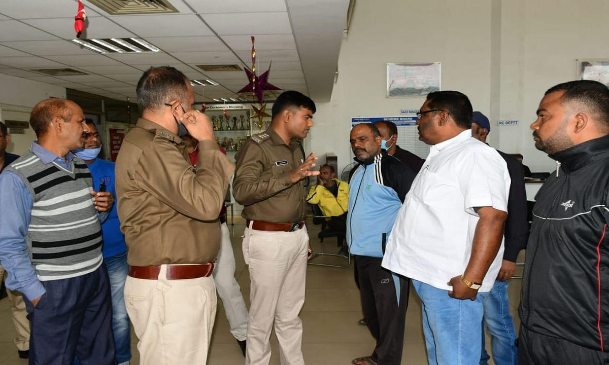 Jharkhand news : बड़ी गाड़ियों की चोरी मामले में जांच- पड़ताल करती बोकारो जिला की पुलिस.