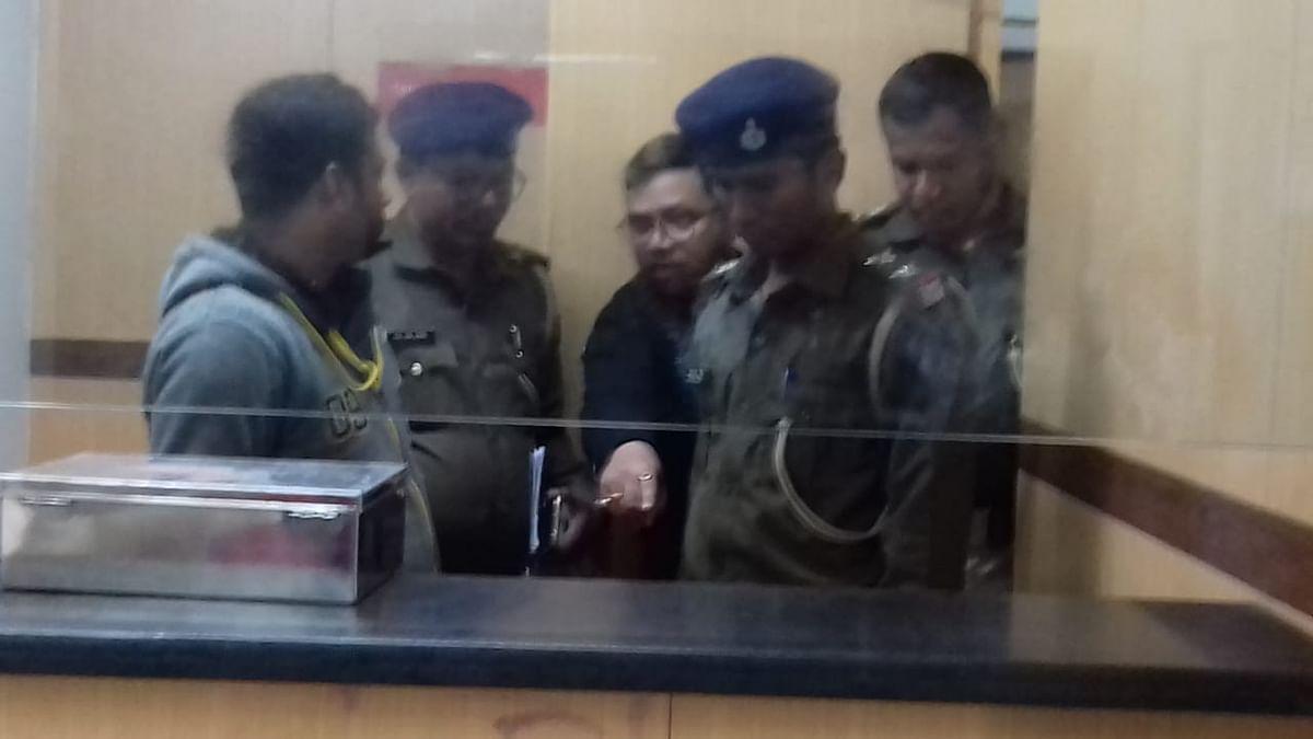 Bihar News : मुजफ्फरपुर में गन प्वाइंट पर बैंक लूट, घटना की CCTV फुटेज आई सामने, देखें Exclusive VIDEO