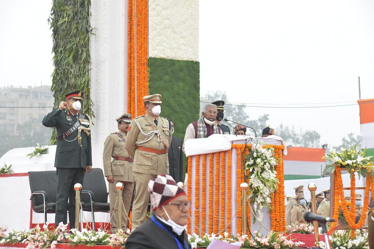Republic Day 2021 : पटना के गांधी मैदान में राज्यपाल ने किया झंडोतोलन, झंडे को दी सलामी