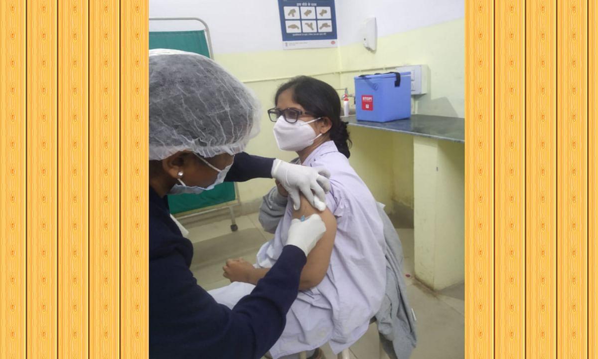 कोरोना वैक्सीन लेने के कुछ देर बाद ही रूटीन कार्य में जुटी डॉ स्तुति, किये 2 ऑपरेशन
