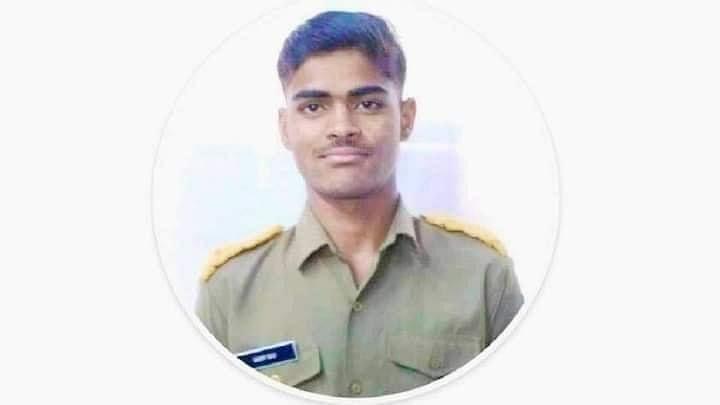 Bihar Positive News : 75 प्रतिशत झुलसकर भी सैनिक स्कूल के छात्र ने बचाई आग में फंसे तीन बच्चों की जान