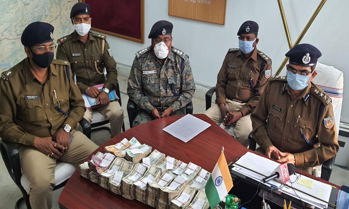 बिहार के नालंदा में छापेमारी कर गबन के साढ़े 21 लाख रुपये बरामद, सिमडेगा की पुलिस को चकमा देकर फरार हुआ आरोपी