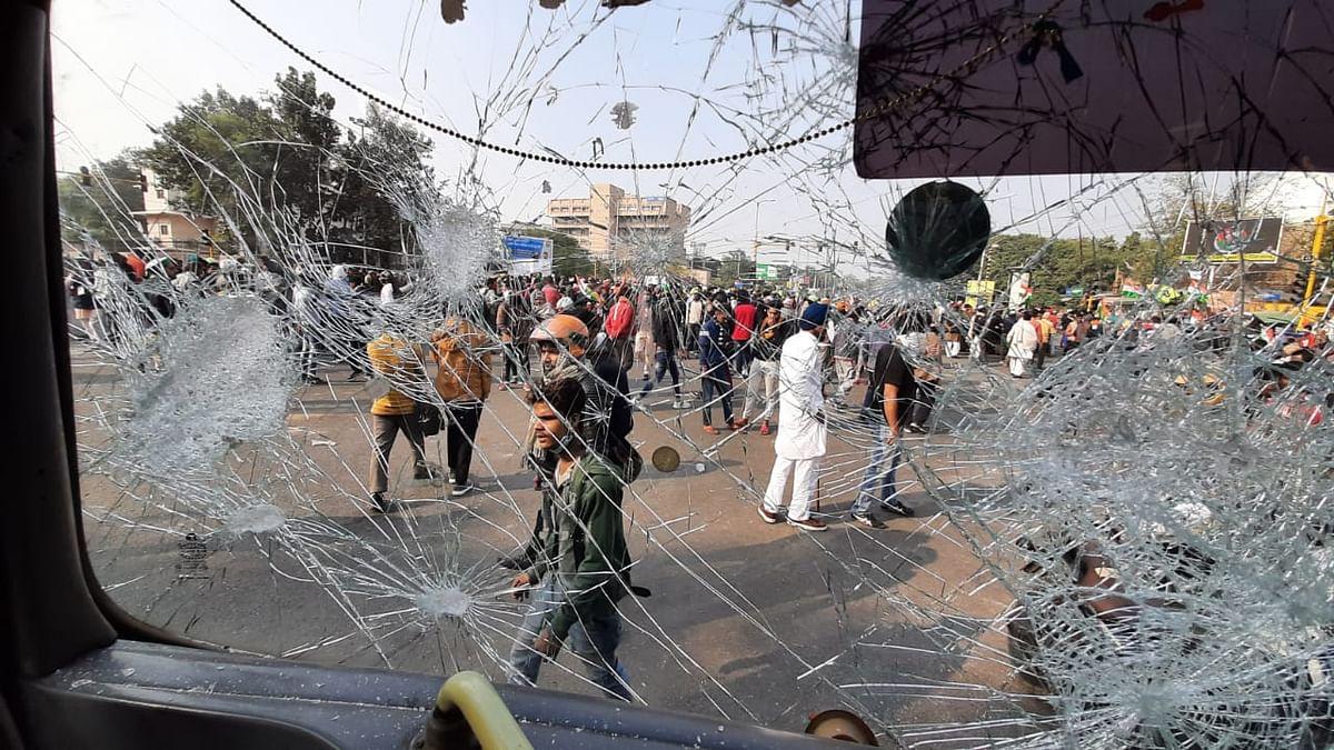 दिल्ली में कृषि कानूनों पर महाभारत, हिंसा करने वालों पर बरसे राकेश टिकैत