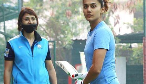 Bollywood News Live Update : तापसी पन्नू ने 'शाबाश मिट्ठू' के लिए शुरू की क्रिकेट ट्रेनिंग, शेयर की ये खास तसवीर