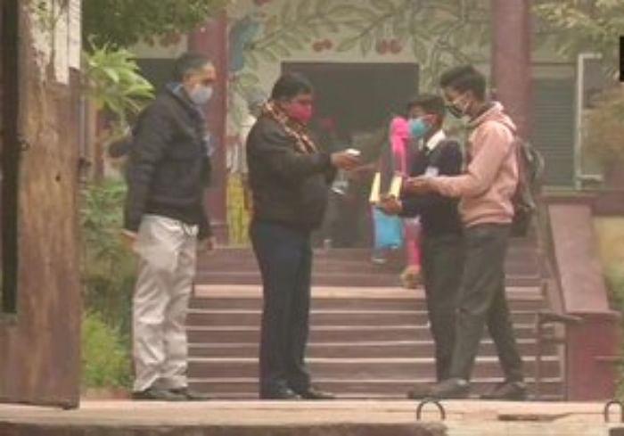 Schools Reopen news : दिल्ली और राजस्थान में आज से खुले स्कूल, मनीष सिसौदिया ने ट्वीट कर कही ये बात