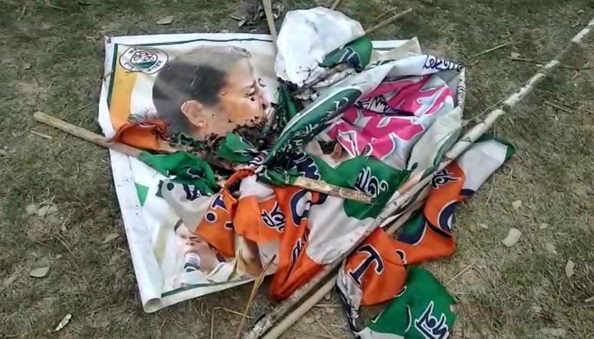 कूचबिहार में तृणमूल कार्यालय में तोड़फोड़, ममता बनर्जी का पोस्टर फाड़कर लगा दी आग