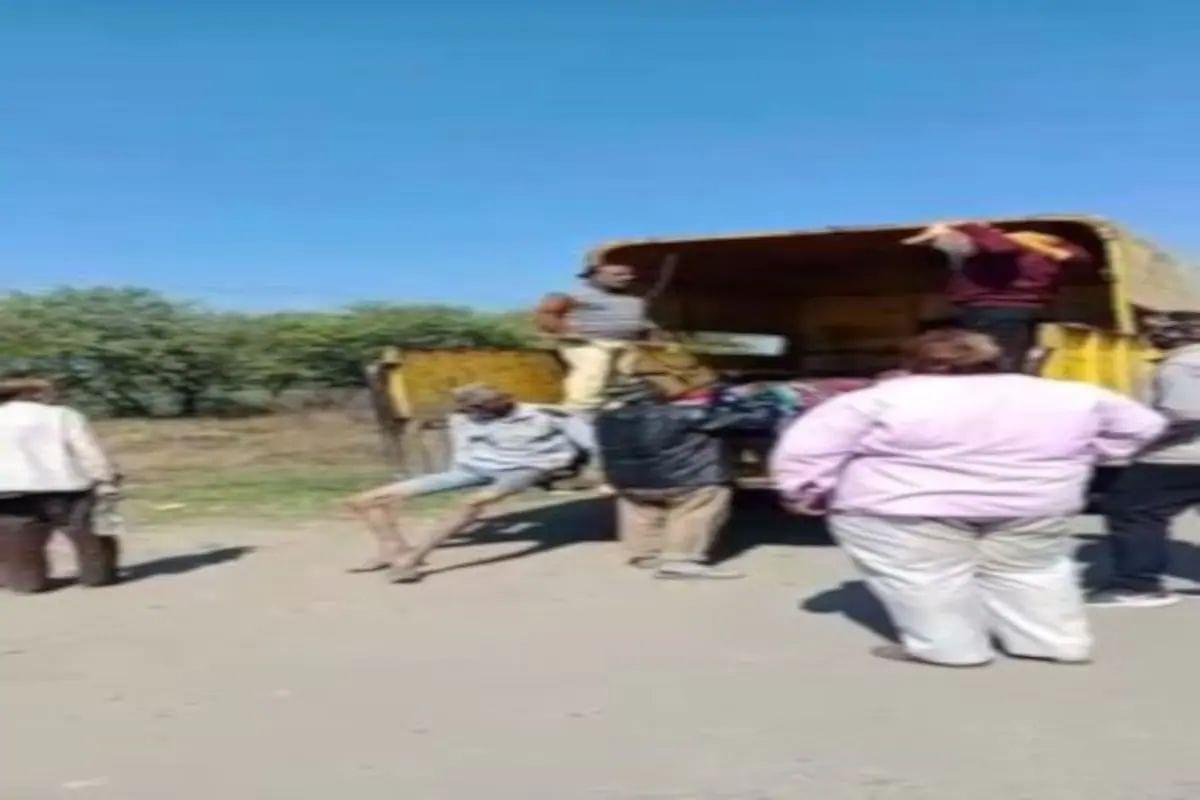 इंदौर में बेघर बुजुर्गों को ट्रक में जानवरों की तरह भरकर शहर के बाहर छोड़ा, VIDEO वायरल होने के बाद CM शिवराज ने लिया एक्शन