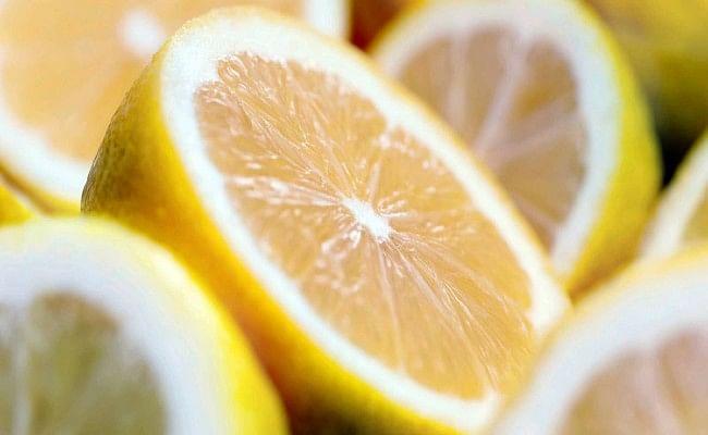 Health Tips: इंम्यूनिटी बढ़ाने से लेकर ठंड से भी राहत देता है नींबू, लेकिन इसे ज्यादा खाने से हो सकती है ये बीमारियां