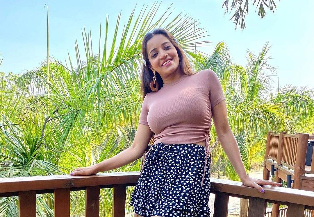 Monalisa Photos: हुस्न परी तो सुना ही होगा... तसवीर देखकर आप भी समझ जाएंगे कातिलाना अदा होती क्या है?