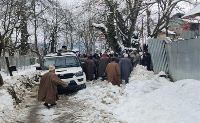 Avalanche Warning : जम्मू-कश्मीर में हिमस्खलन का अलर्ट, लोगों को सतर्कता बरतने की हिदायत