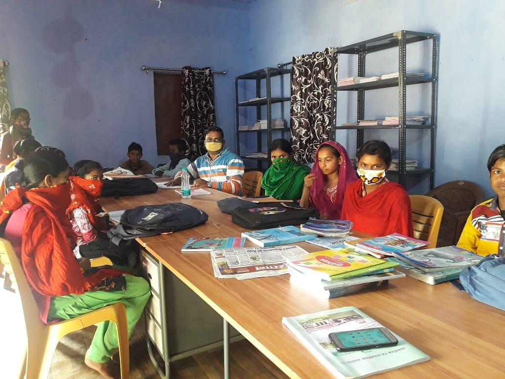 Jharkhand Cyber Crime Latest News : साइबर क्राइम के लिए देशभर में कुख्यात जामताड़ा को कलंक से मिलेगी मुक्ति, सामुदायिक पुस्तकालय से ऐसे बदल रही तस्वीर