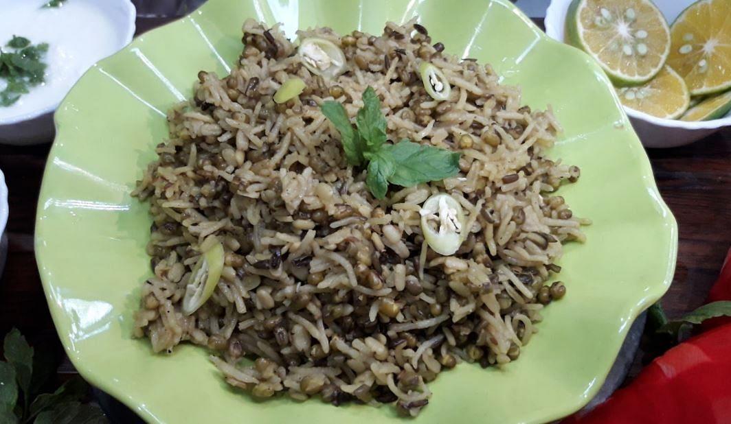 Makar Sankranti Khichdi Recipe: मकर संक्रांति पर खिचड़ी क्यों खाई जाती है? चावल और उड़द दाल वाली खिचड़ी बनाने की पूरी विधि सीखिए