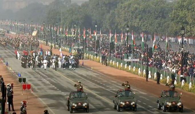 Republic Day Parade LIVE: राजपथ पर शान से लहराया तिरंगा, परेड में देखिए भारत की ताकत