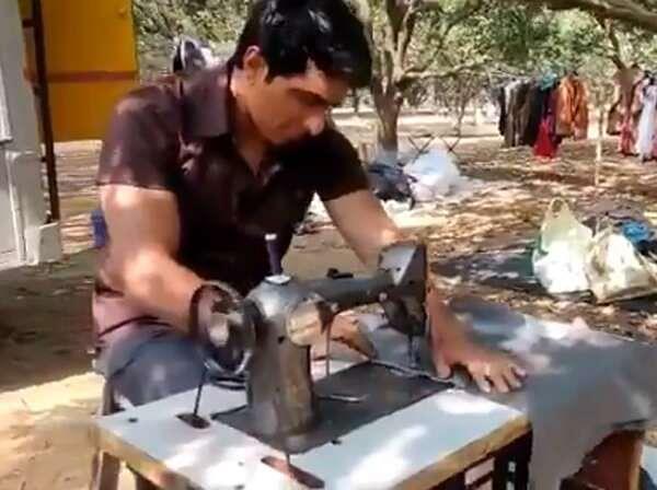 सोनू सूद फ्री में सिल रहे लोगों के कपड़े, यकीन ना हो तो देखिए सोशल मीडिया पर वायरल ये VIDEO