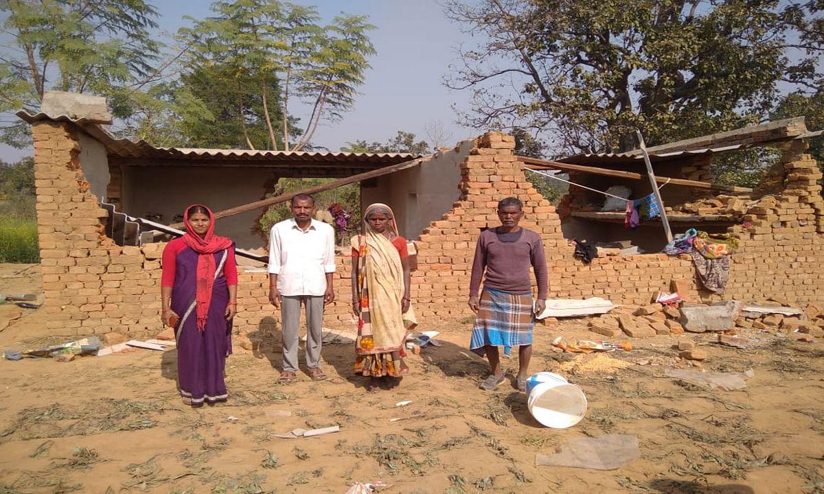 केरेडारी में 11 दिनों से हाथियों का कहर जारी, कहीं घरों को बना रहे निशाना, तो कहीं अनाज को किया जा रहा बर्बाद