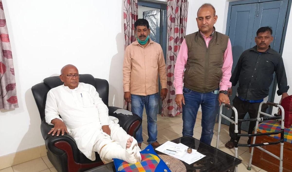 सरयू राय के पैर में फ्रैक्चर, मॉर्निंग वॉक करते समय फिसले जमशेदपुर के विधायक
