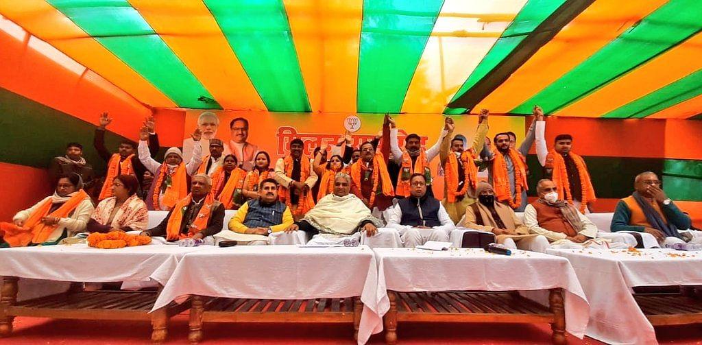 Bihar Politics: लालू यादव के करीबी सहित RJD और कांग्रेस के कई दिग्गज BJP में शामिल,  भूपेंद्र यादव ने पार्टी की दिलायी सदस्यता