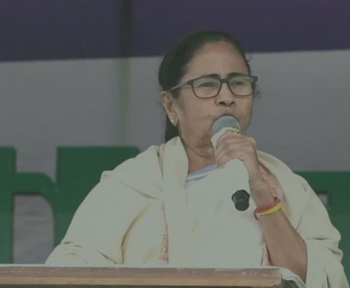ममता बनर्जी ने भाजपा को बताया नक्सली से भी ज्यादा खतरनाक, कहा-मेरी सभा में अपने लोगों को भेजते हैं...