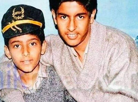 Bollywood News Live Update : कपिल शर्मा ने शेयर की 28 साल पुरानी तसवीर, फोटो में कॉमेडी किंग को पहचानना हुआ मुश्किल!