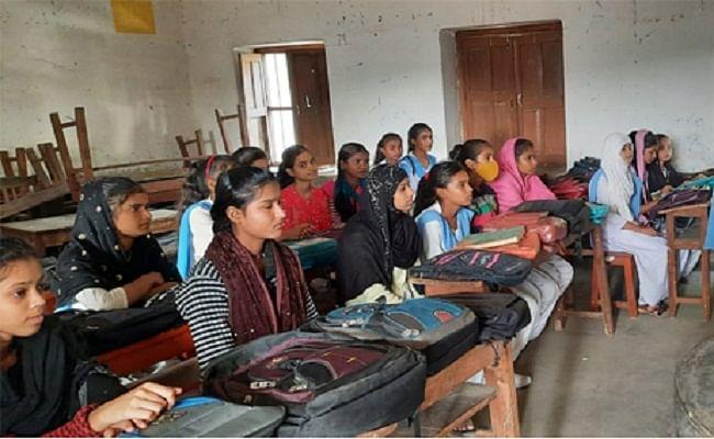 Prabhat Khabar Exclusive: बिहार में सरकारी स्कूलों की जमीन के कागजात गायब, खुद की जमीन बता लोग गेट पर जड़ रहे ताला