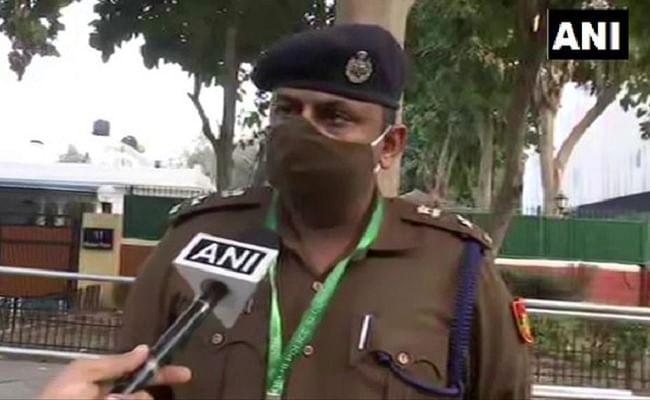 Kisan Tractor Rally : ट्रैक्टर परेड के दौरान हुई हिंसा पर दिल्ली पुलिस ने कहा, सरकारी संपत्तियों को पहुंचाया गया नुकसान