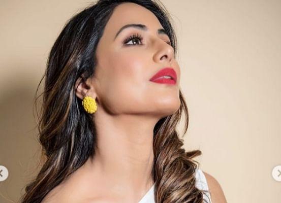 हिना खान ने व्हाइट सिंगल शोल्डर ड्रेस में कराया बोल्ड फोटोशूट, इंटरनेट पर वायरल हुआ एक्ट्रेस का हॉट अंदाज