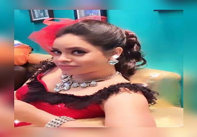 The Kapil Sharma Show की 'भूरी' को इस ड्रेस में देख थम गईं फैंस की सांसें, आप भी देखिए सुमोना का दिलकश अंदाज