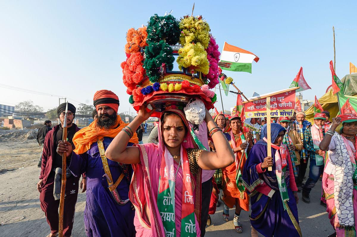 Farmers Protest : अंतर्राष्ट्रीय महिला दिवस पर  किसान आंदोलन की बागडोर संभालेंगी महिलाएं, हाथों पर रचाएंगी इंकलाबी मेहंदी