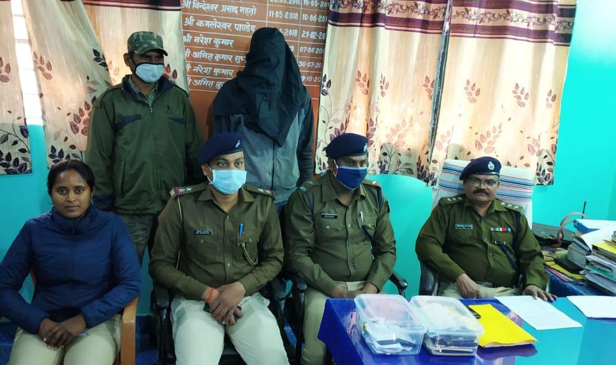 महिला समेत 2 टीपीसी उग्रवादी को लातेहार पुलिस ने विदेशी मुद्रा के साथ किया गिरफ्तार