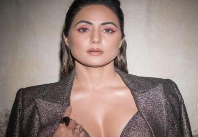 PHOTOS: हिना खान के बोल्ड फोटोशूट से नहीं हटेगी नजर, फैंस ने कमेंट में लिखा- 'उसके उलझे बालों में...'