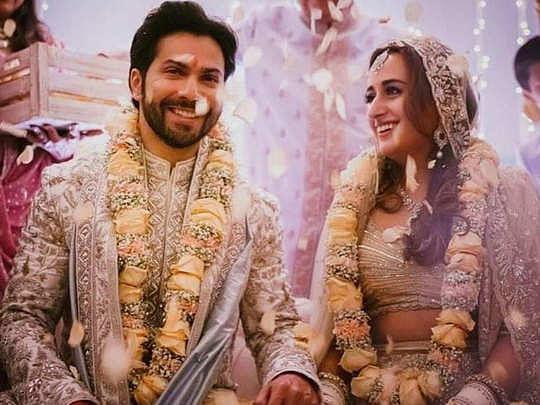 Bollywood Latest News Live Update : वरुण धवन की हुईं नताशा दलाल, शादी की तसवीरें सोशल मीडिया पर वायरल