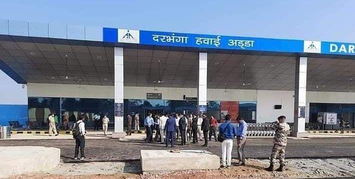 Darbhanga Airport पर यात्रियों ने भींगकर पकड़ी Flight, रूट्स का विस्तार तो हुआ लेकिन सुविधाएं नदारद