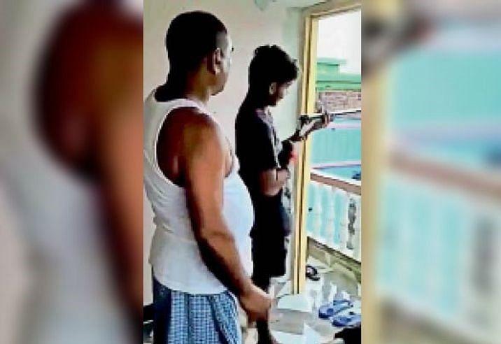 Bihar News: लड़के को फायरिंग करना सिखा रहे थे पूर्व विधायक सह JDU नेता, वीडियो वायरल होने के बाद बुरे फंसे