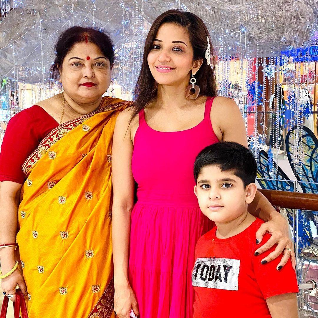 भोजपुरी फिल्म इंडस्ट्री की टॉप एक्ट्रेस मोनालिसा