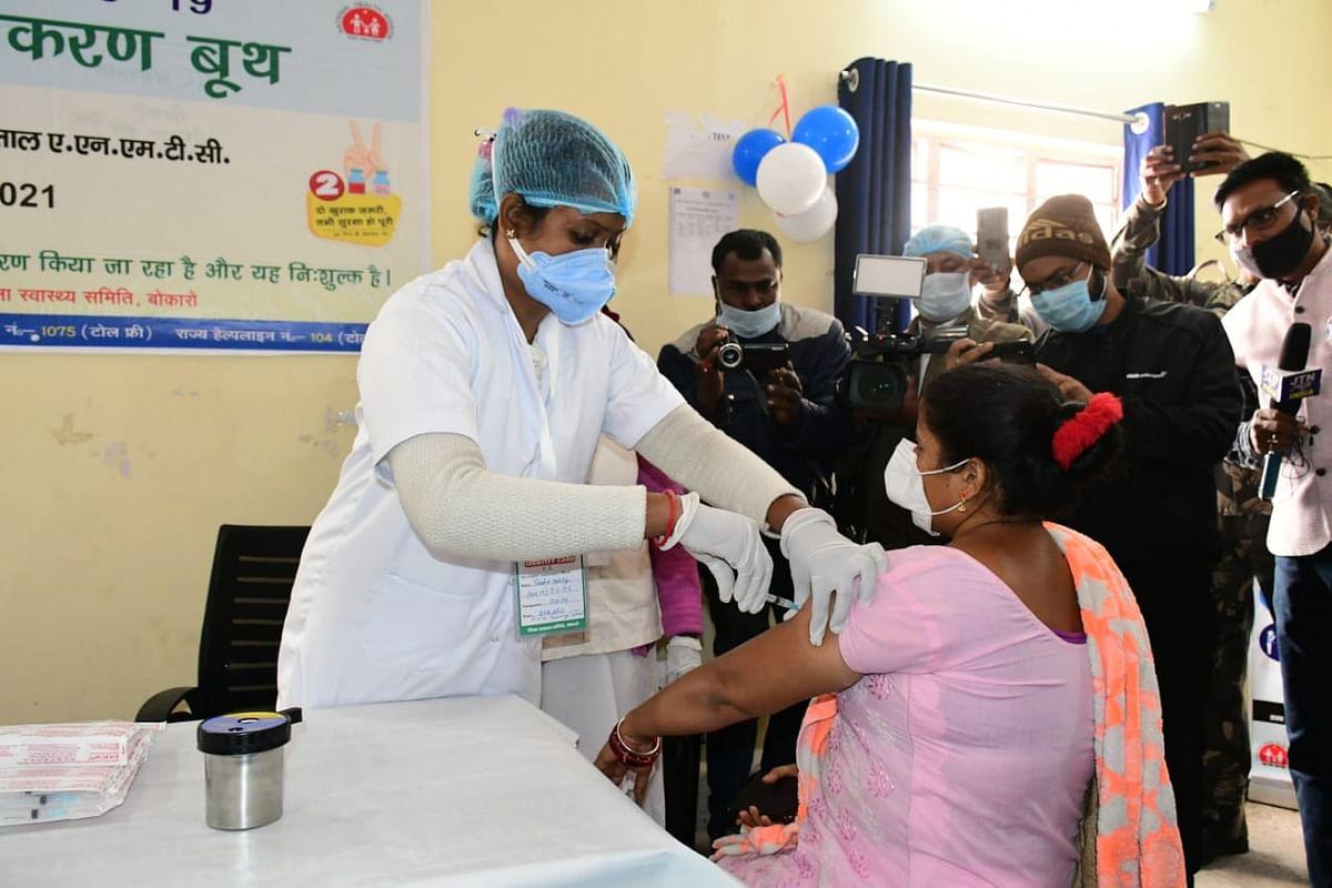 Corona Vaccination In Jharkhand : झारखंड में अब गर्भवती महिलाएं भी जुड़ेंगी कोराना टीकाकरण अभियान से, रांची में 16017 ने ली वैक्सीन