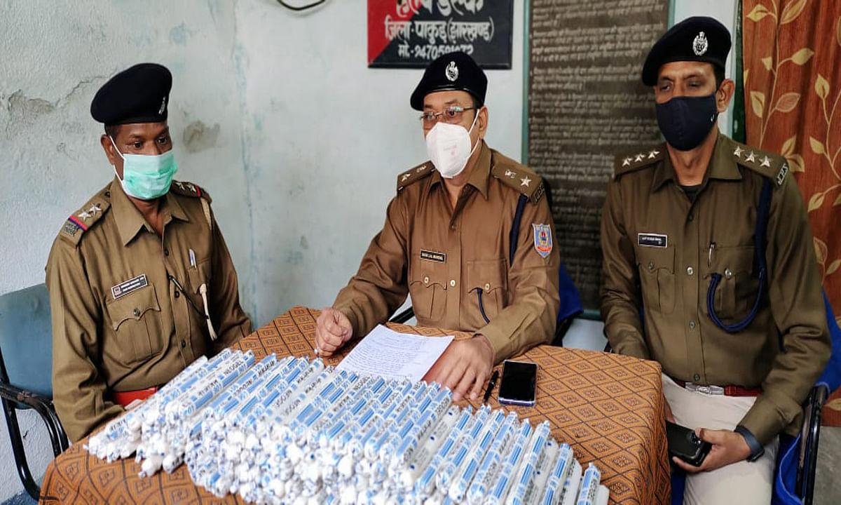 Crime News : बंगाल से सप्लाई होती अवैध विस्फोटक का जखीरा बरामद, पाकुड़ में 775 पीस हाई एक्सप्लोसिव जिलेटिन जब्त