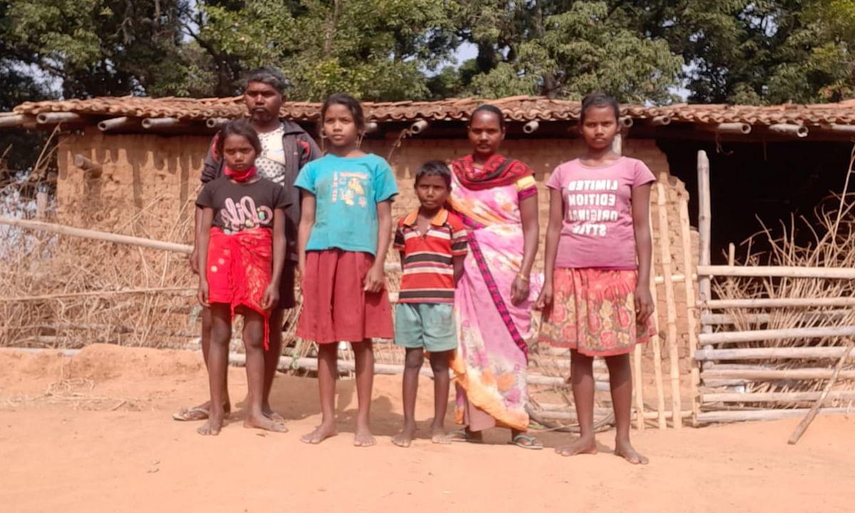 गरीबी के कारण कामडारा की 2 बेटियों की छूटी पढ़ाई, घर चलाने के लिए शराब बेचने को है मजबूर
